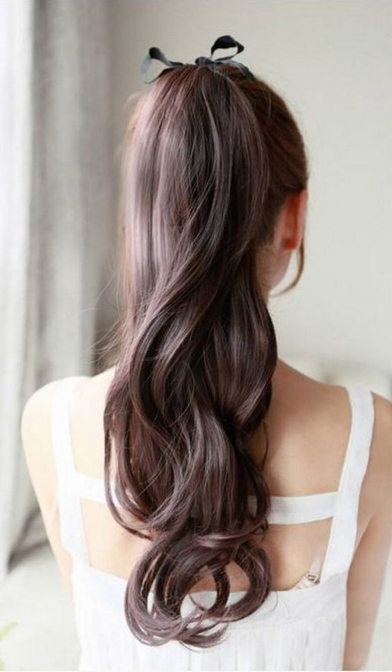 http://bridalmusings.com/2014/08/pony-tail-brides/